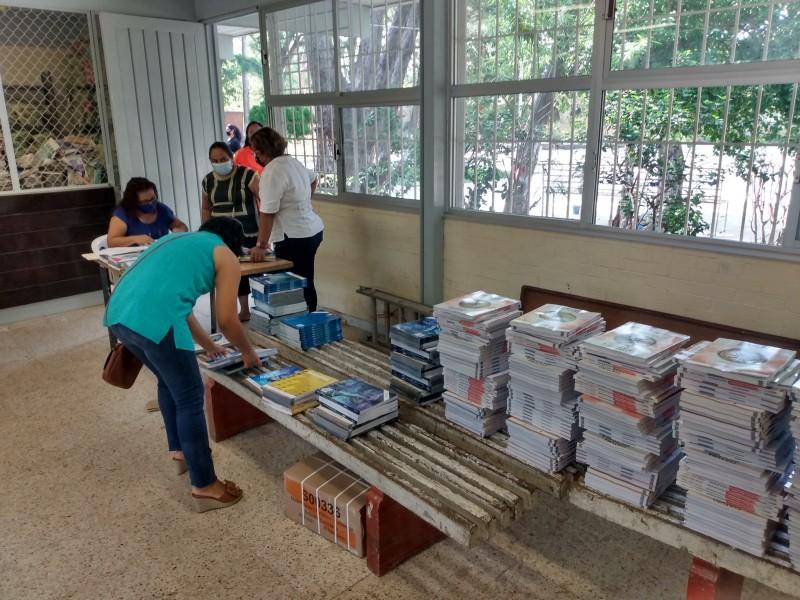 Trabajarán con libros de texto en secundaria de Juchitán