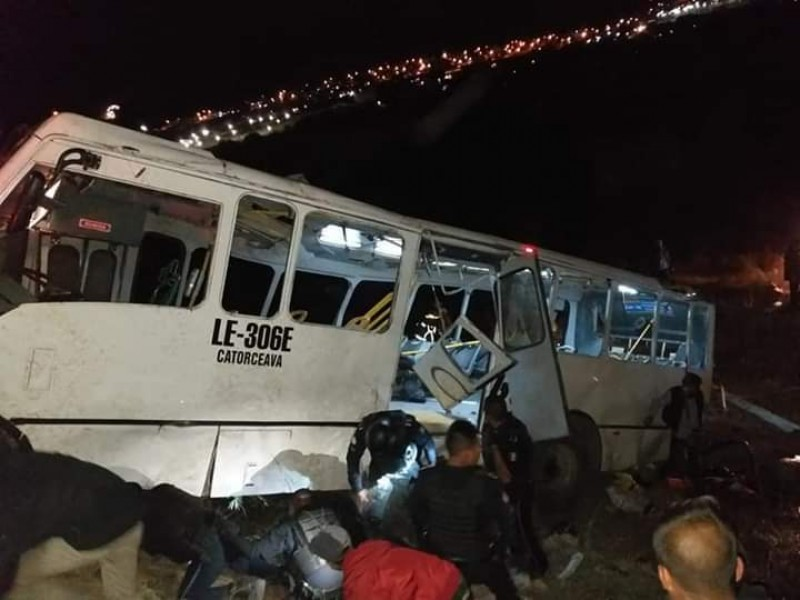 Tragedia en carretera deja 8 muertos