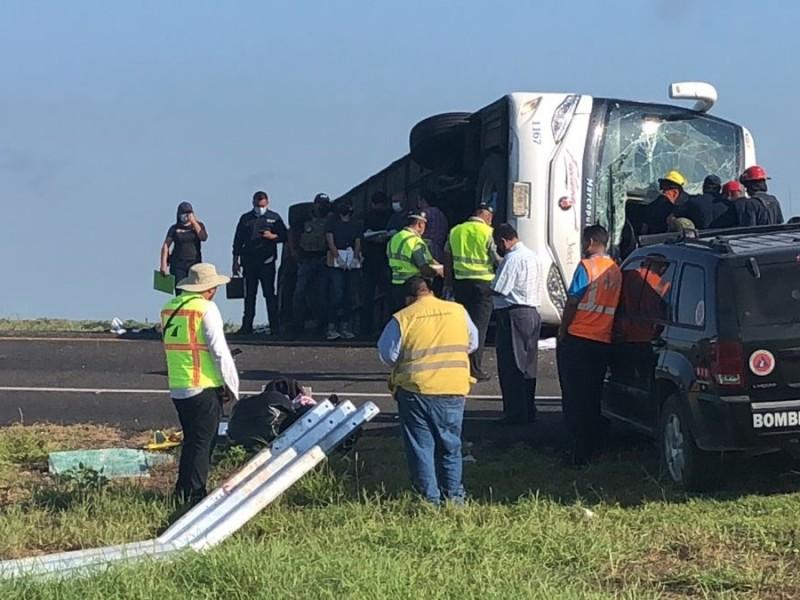 Vuelca autobús de pasajeros en la Reynosa-Monterrey; 12 muertos