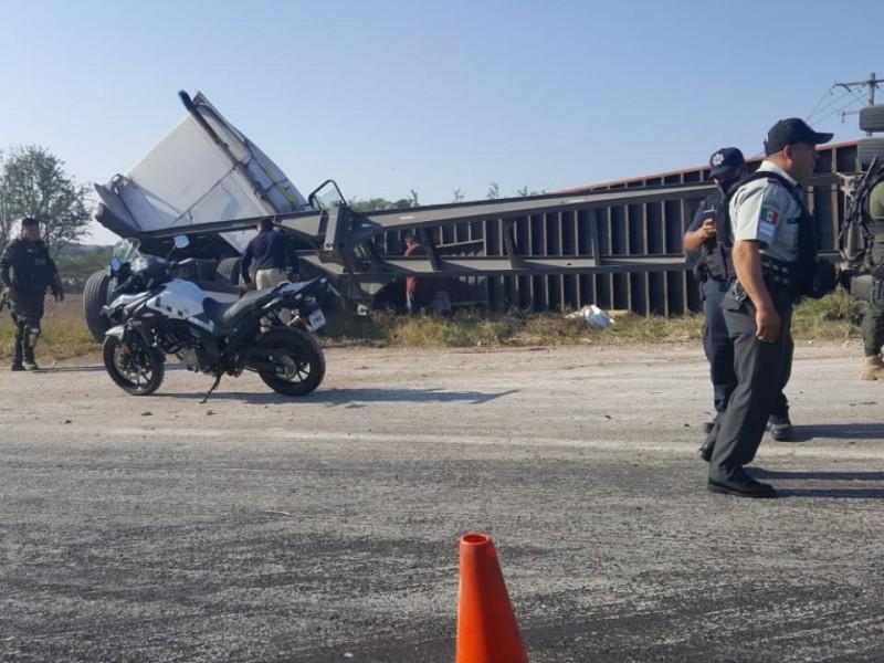 Trailero, grave tras accidentarse en la Xalapa-Veracruz