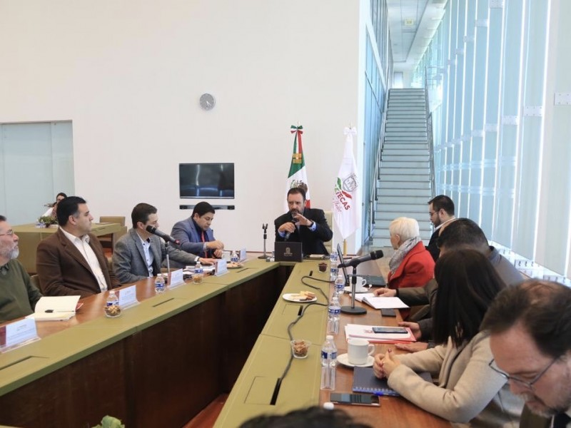 Transcurren reuniones sin solución concreta a problemática del Issstezac