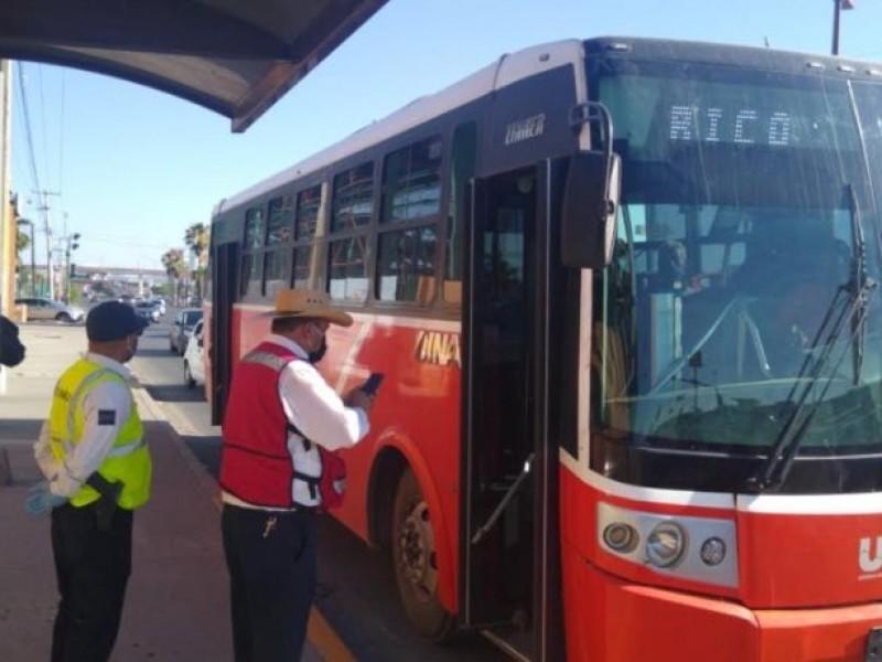 Transporte público sigue sin respetar aforo de 50 por ciento