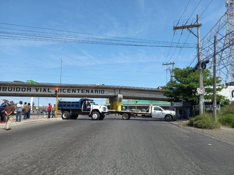 Transportistas de AMOTAC bloquean carreteras de Veracruz