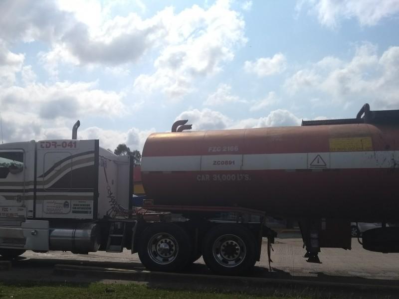 Transportistas detienen unidades por abasto de combustible