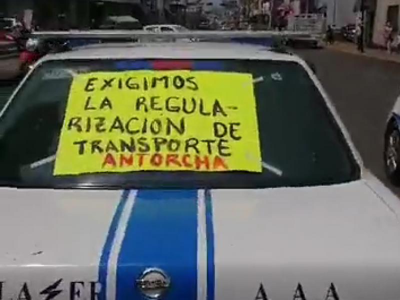 Transportistas irregulares se manifiestan en Zamora, exigen liberación de unidades