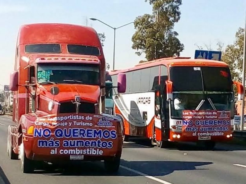 Transportistas preparan paro de unidades ante restricciones municipales
