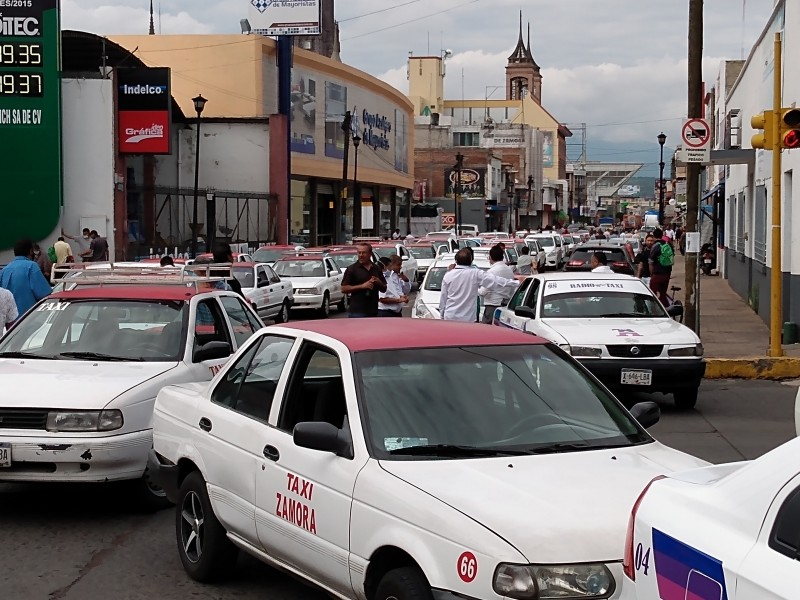 Transportistas se manifiestan contra posible entrada de Uber a Zamora