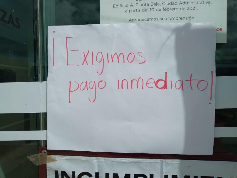 Tras 10 días de manifestarse maestros continúan sin pago