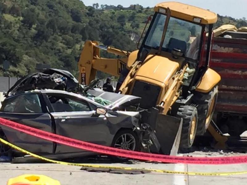 Tras choque, muere masculino en la autopista Arco Norte