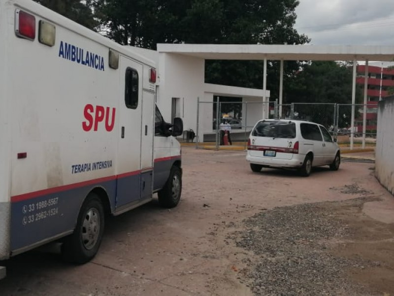 Tras espera, ingresan a paciente externo al Hospital Ángel Leaño