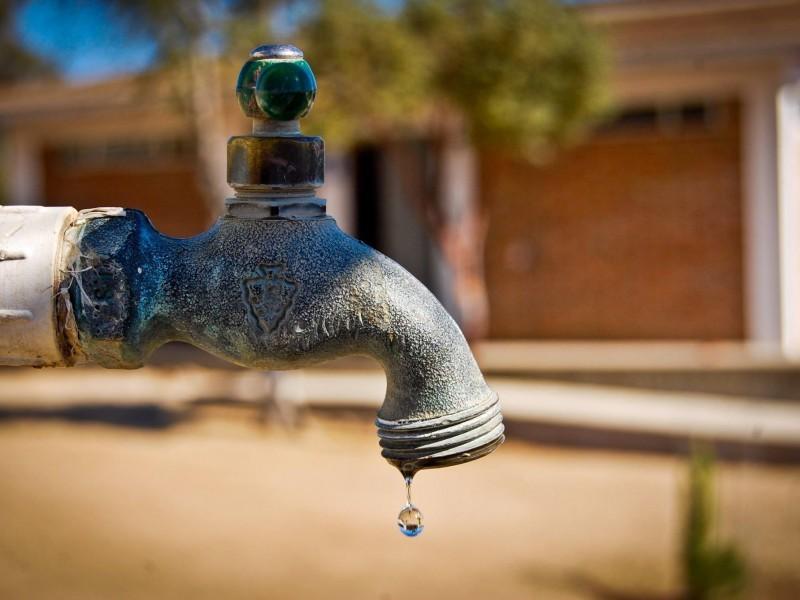 Tras manifestaciones restablecen servicio de agua en El Fuerte