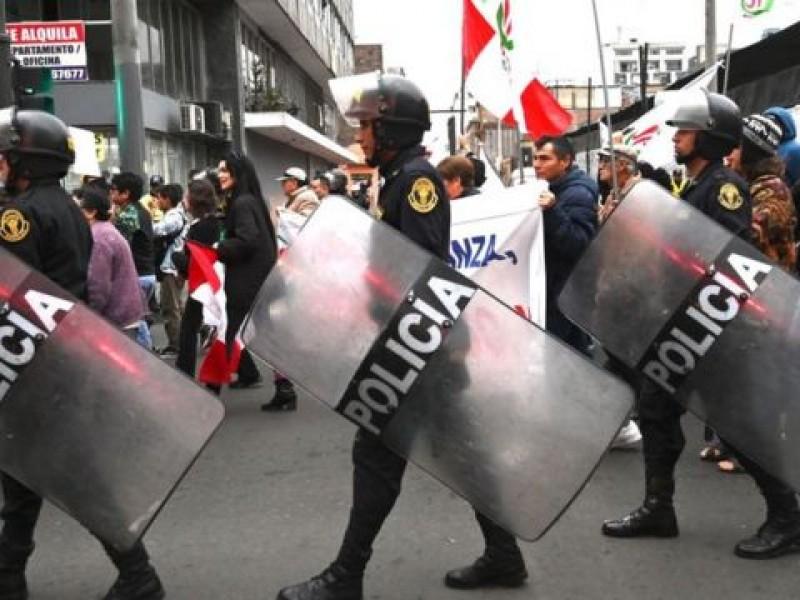 Tras represión de manifestantes, Perú da de baja 15 generales