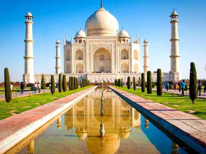 Tras un año de confinamiento, India reabre el Taj Mahal