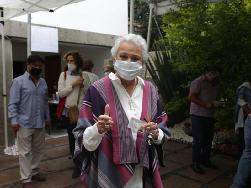 Tras votar, Olga Sánchez Cordero felicitó al INE