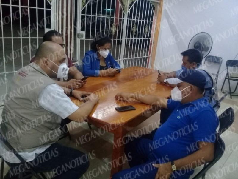 Trasciende retención de funcionarios en Huamelula, pobladores exigen reconstrucción