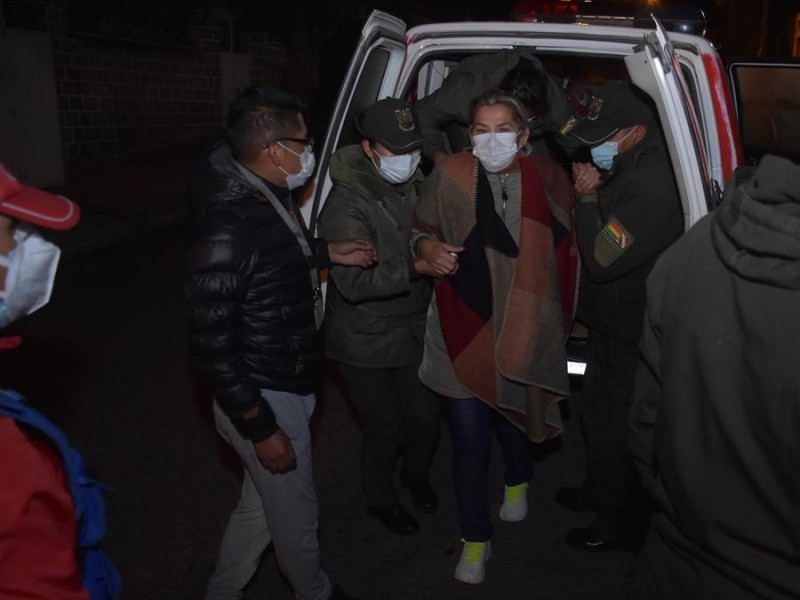 Trasladan a expresidenta de Bolivia a otra prisión