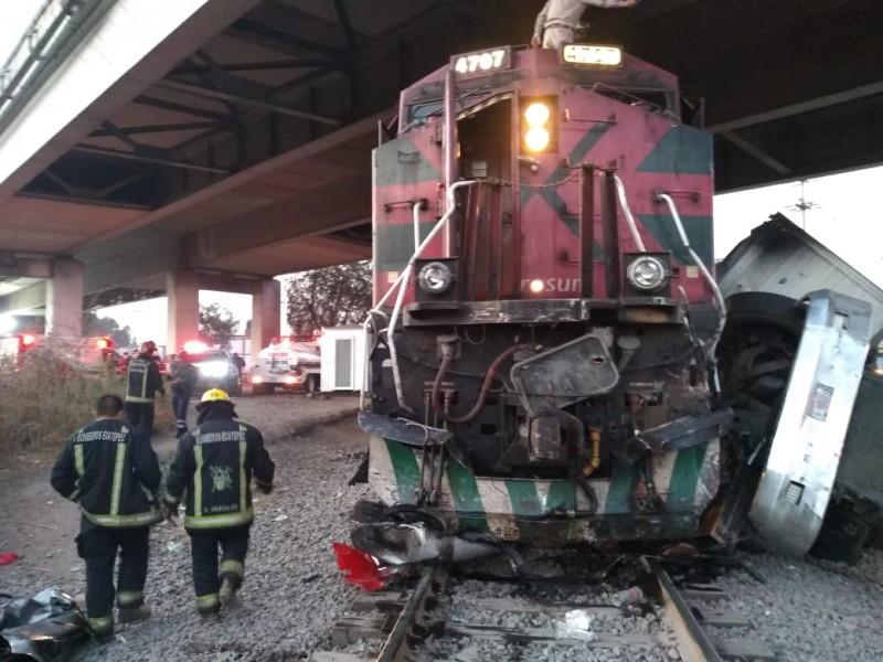 Tren golpea tráiler en Ecatepec.