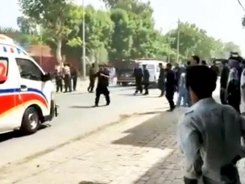 Tres muertos y 50 heridos tras explosión de bomba, Pakistán