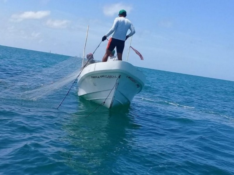 Tres pescadores de tiburón naufragan sobre las playas de Huatabampo