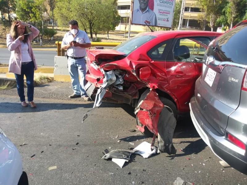 Tres unidades se vieron involucradas en accidente vehicular, sin lesionados