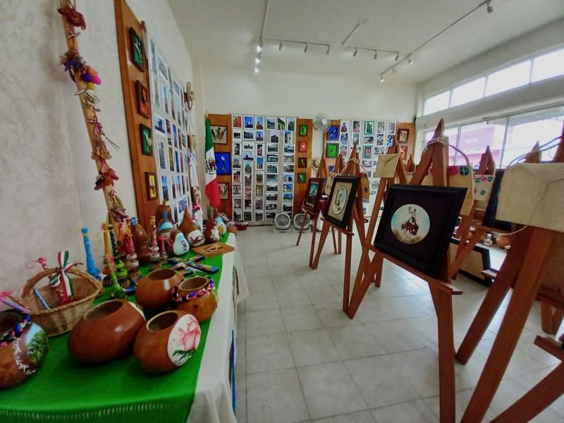 """Tributo a mis Huastecas"" se expone en Tuxpan"