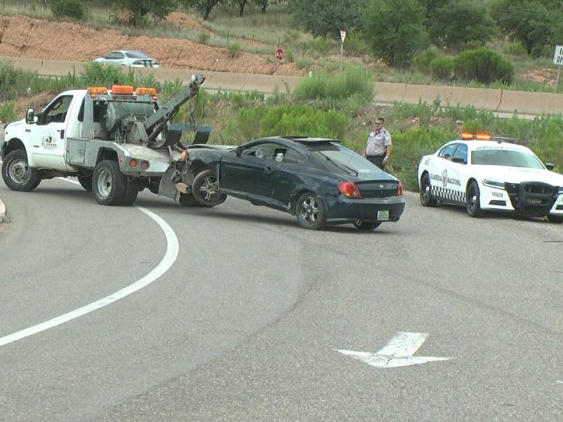 Tripulantes de auto lo dejan abandonado tras accidente