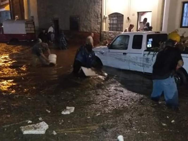 Tromba ocasionó inundaciones en Ixtlán del Río