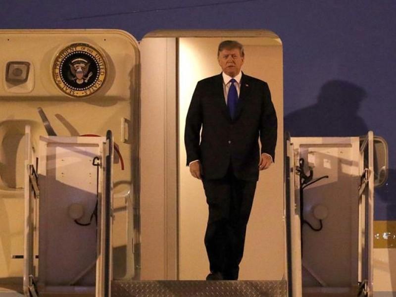Trump llega a Hanoi para cumbre con Kim