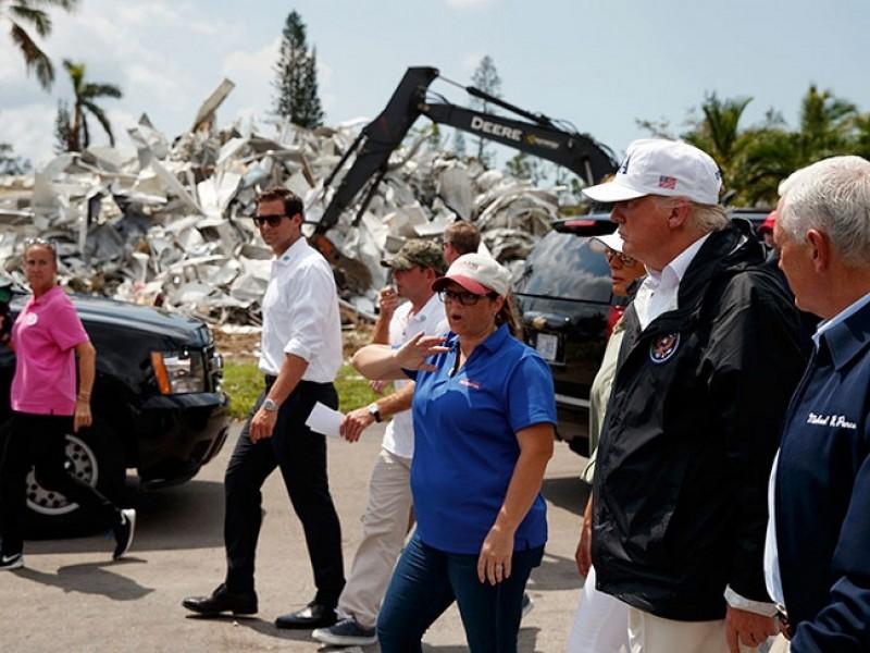 Trump visita zonas afectadas en Florida