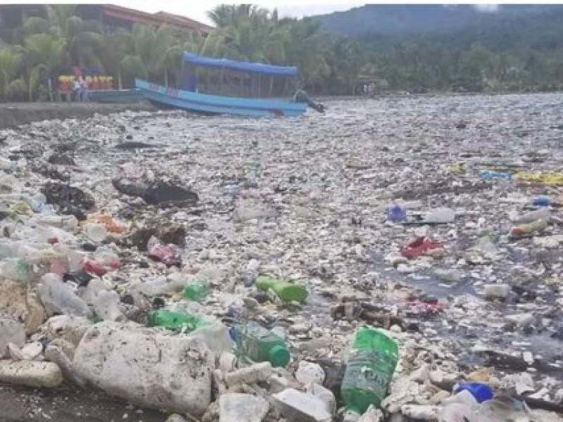 Tsunami' de basura inunda las playas de Honduras