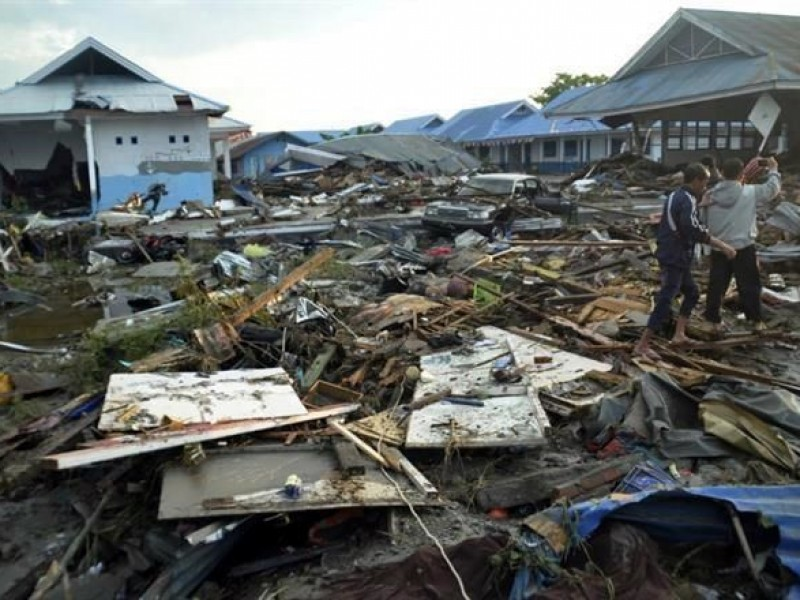 Tsunami en Indonesia deja 384 muertos