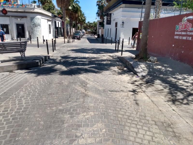 Tubería de mala calidad ocasiona fugas constantes en calle Hidalgo