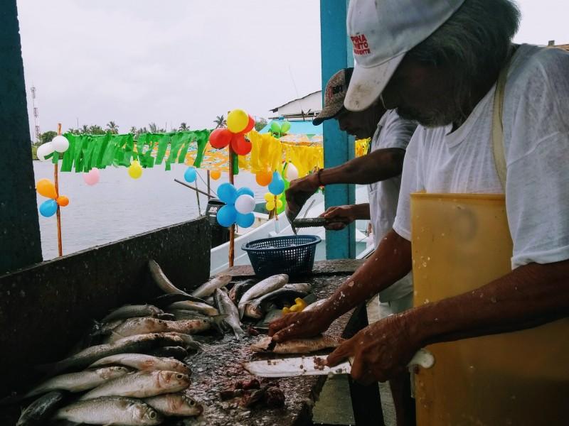 Turistas benefician económicamente a pescaderías y marisquerías