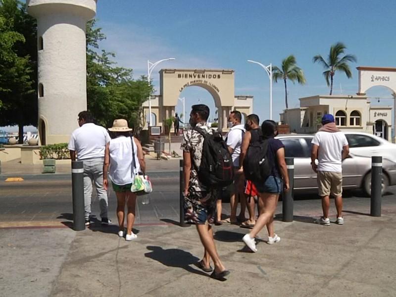 Turistas decepcionados por el cierre de playas