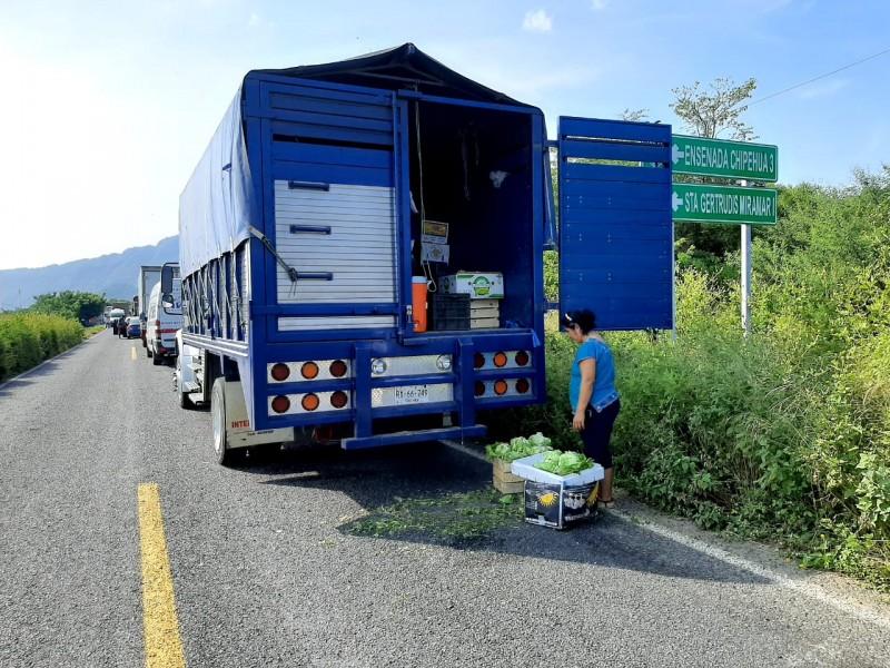 Turistas, transportistas y comerciantes, los más afectados en bloqueos carreteros