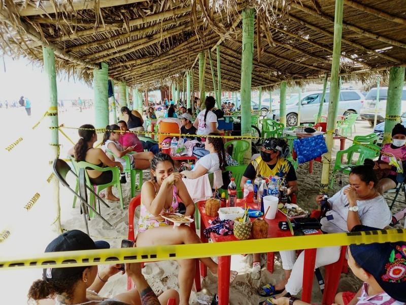Turistas vacacionan limitados de recursos