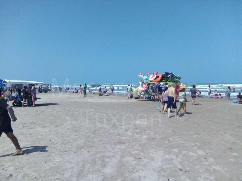 Turistas  y locales aprovechan fin de semana largo