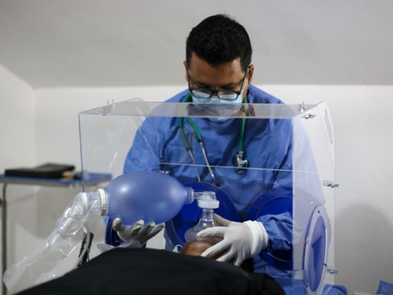 UAN crea cascos cefálicos para tratar pacientes con COVID-19