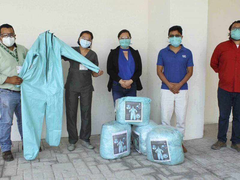 UAQ dona overoles médicos a Hospital General y al IMSS