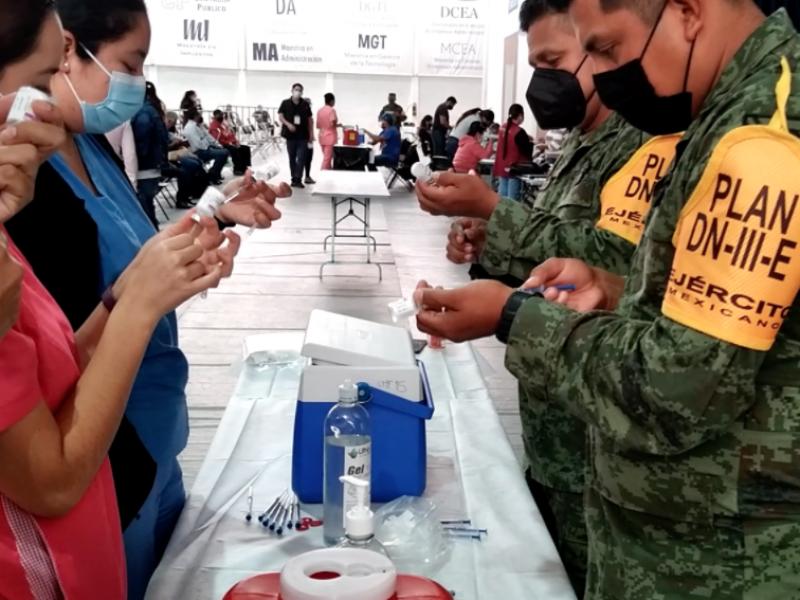 Un día más de vacunación para adultos mayores