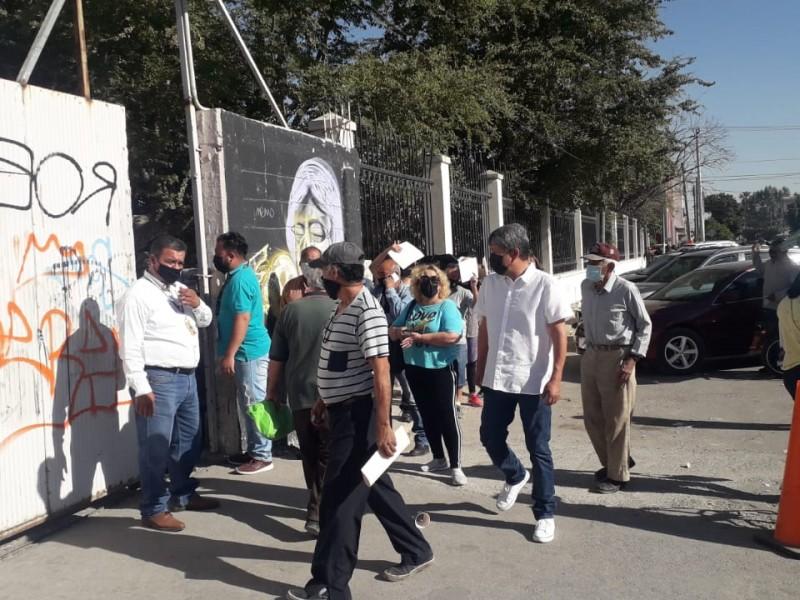 Un día sobran vacunas; al siguiente faltan en Torreón