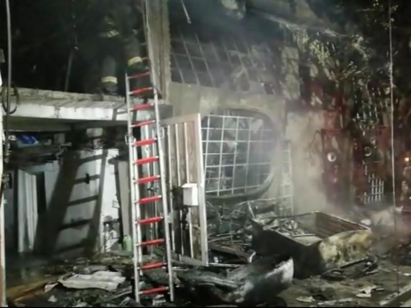 Un incendio acaba con una casa de 4 pisos