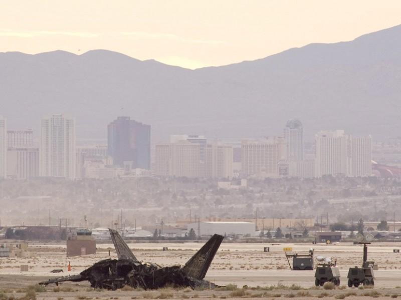 Un muerto tras estrellarse avión militar en Nevada
