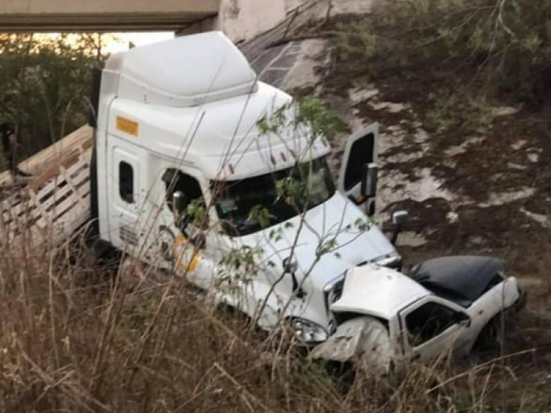 Un muerto y tres lesionados en aparatoso accidente libramiento Chandiablo