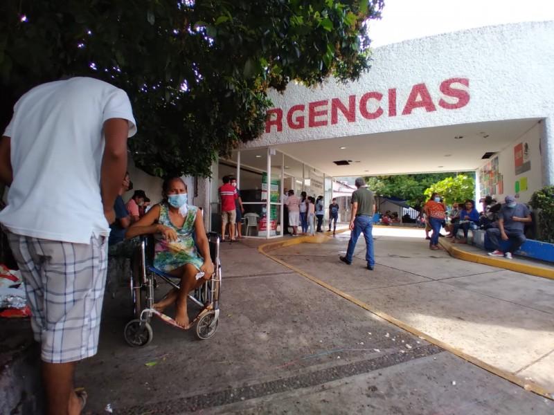 Un paciente permanece internado en la zona COVID19 del Hospital