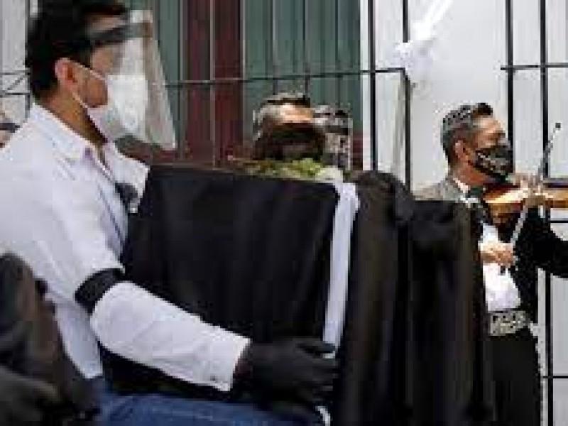 Un preso se contagia de COVID y dos migrantes fallecen