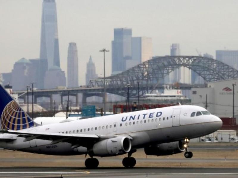 United Airlines despedirá a 600 trabajadores por no vacunarse