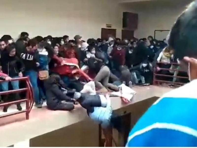 Universitarios caen del cuarto piso en Bolivia; mueren 7