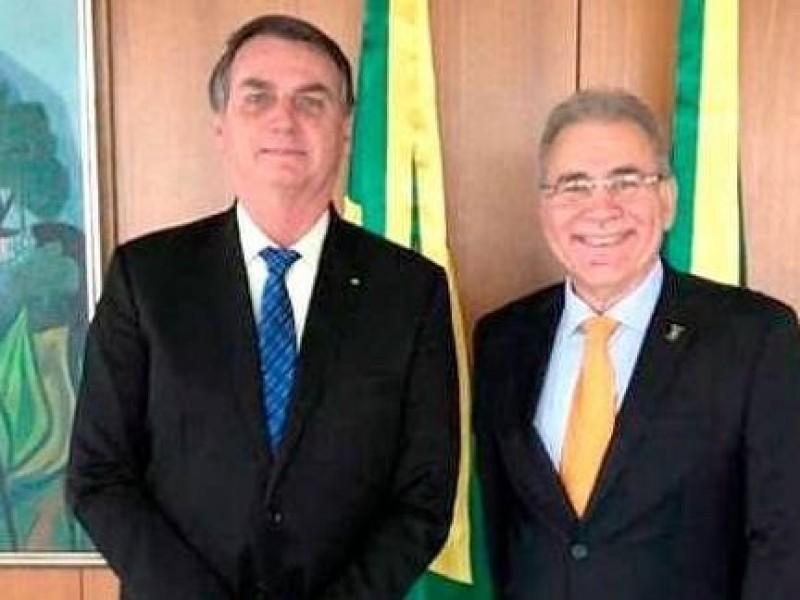 Uno más, Bolsonaro nombra a su cuarto ministro de Salud