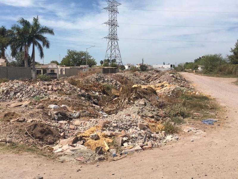 Urge limpieza en el dren de la colonia Diana Laura